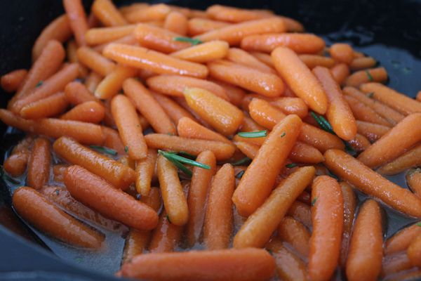 Honey-Glazed-Baby-Carrots-recipe-sauteing