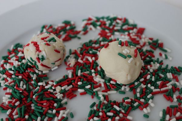 Christmas-Thumbprint-Cookies-Sprinkles