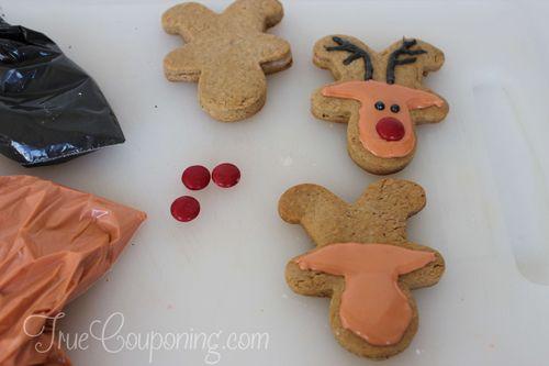 Reindeer-Cookies-Decorating