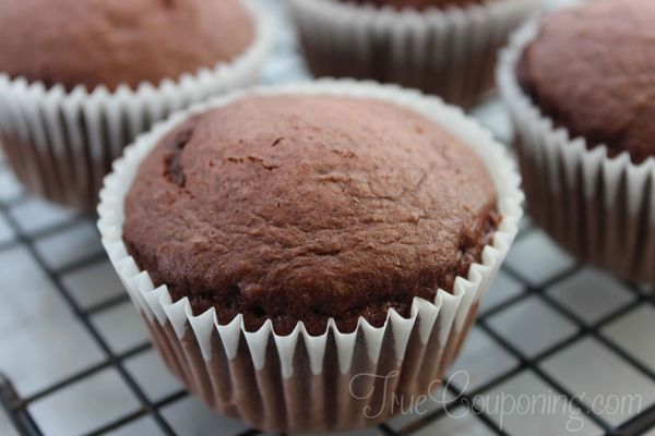 Mint-Chocolate-Chip-Cupcakes-Cooling
