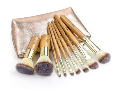 9 Makeup Brushes and a Travel Bag Too!