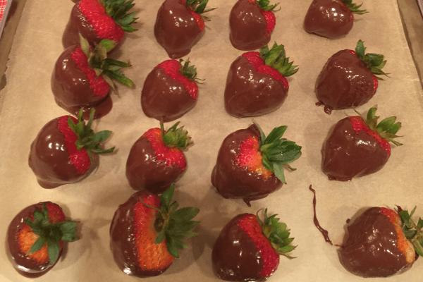 DIY Chocolate Covered Strawberries