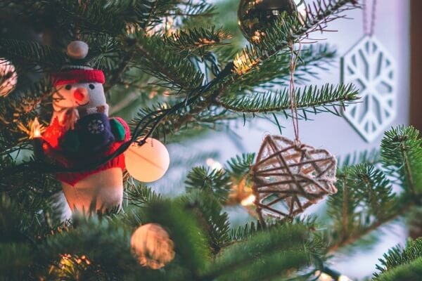 how to make cheap DIY Christmas decorations