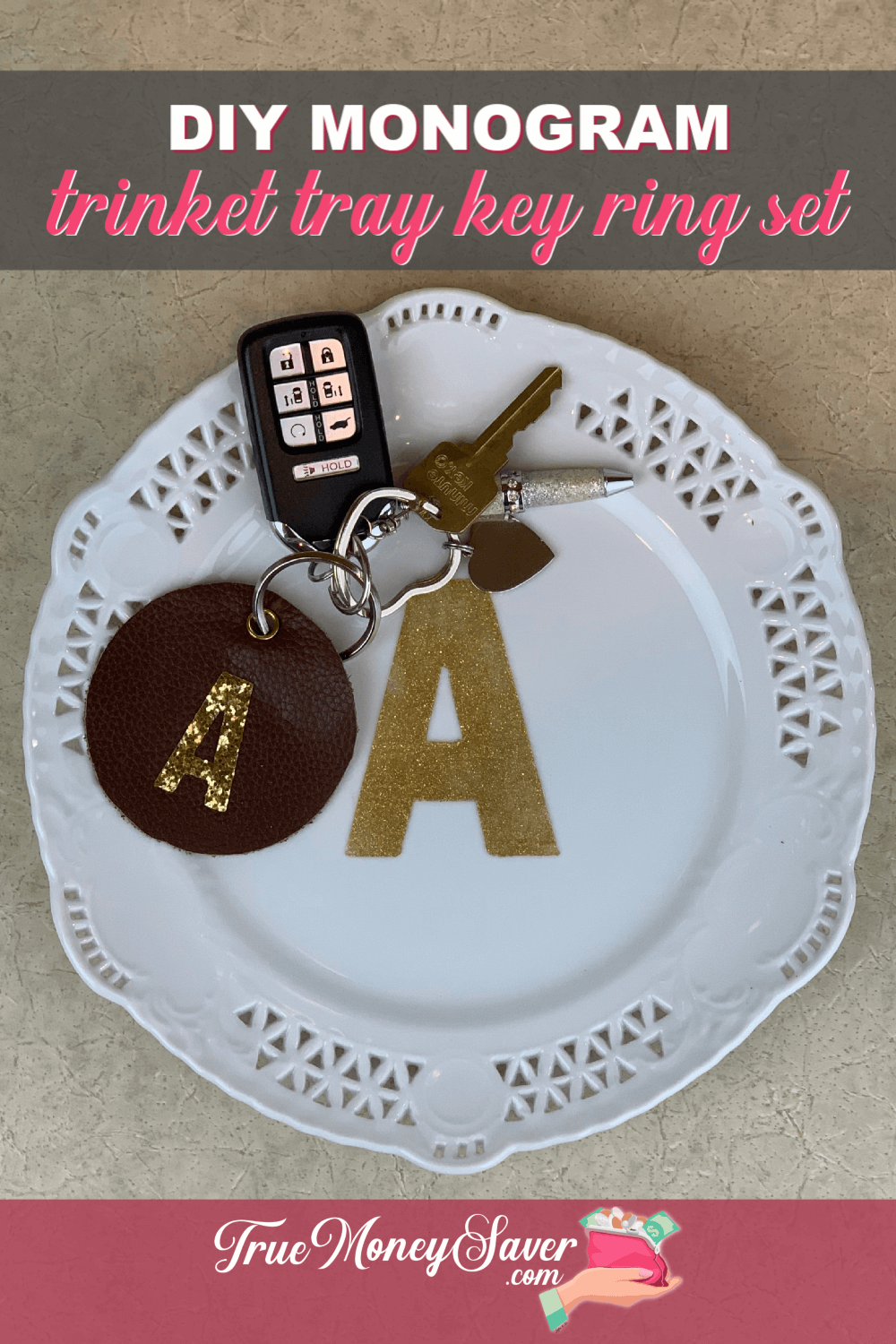 You\'ll have to check out these DIY trinket tray gift ideas to make for gifts this year! Make a simple DIY ring dish or an entryway key dish! Either way, this monogrammed DIY key dish or jewelry plate ring dish is sure to please your friends and family! Get started today!